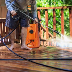 Man cleaning deck with AIPER 2150 PSI.